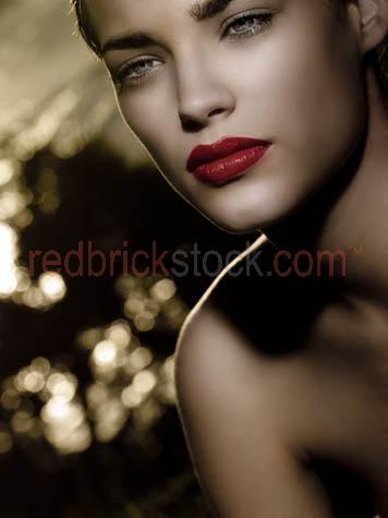 young woman;red lipstick;beauty;skin;beautiful skin;perfect skin;perfect complexion;beautiful complexion;health;healthy;girl;girls;women;skin care;skincare;lips;red lips;full lips;eyes;outdoor;outdoors;gorgeous;fashion;dreamy