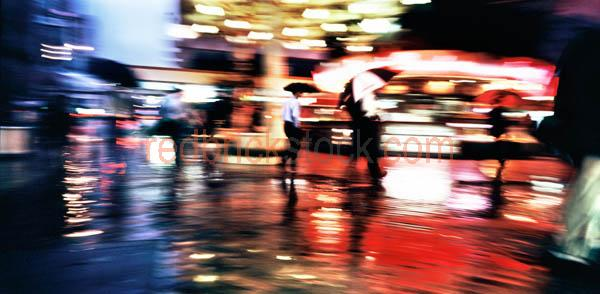 business;street;busy;hussle;bussle;movement;pan;blur;panorama;pa;