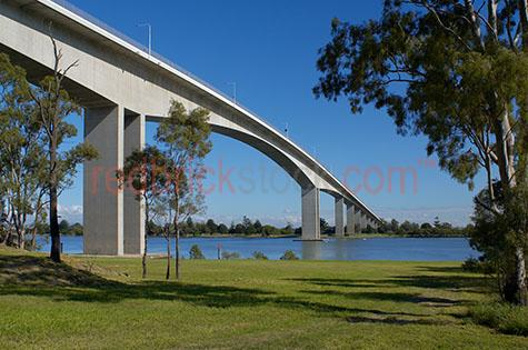 gateway bridge park water brisbane cityscape city