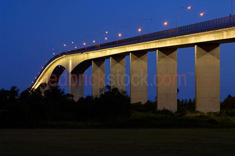 bridges bridge gateway brisbane river transport dusk night light