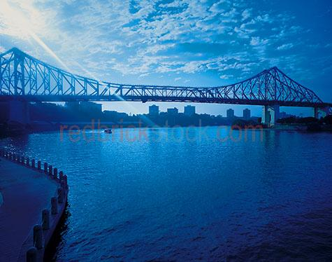 city cityscape story bridge blue sunbeam moody water brisbane su