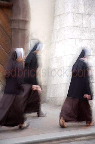 nun;nuns;three nuns;3 nuns;three;3;trio;sister;sisters;three sisters;3 sisters;religious;religion;catholic;catholic religion;catholic nuns;catholic nun;spiritual;spiritual life;cloister;cloistered life;convent;convents;nun convent;nun convents;walk;walks;walking;uniform;uniforms;nun uniform;nun uniforms;nun headdress;headdress;nun head dress;head dress;move;moves;moving;movement;motion;motion blur