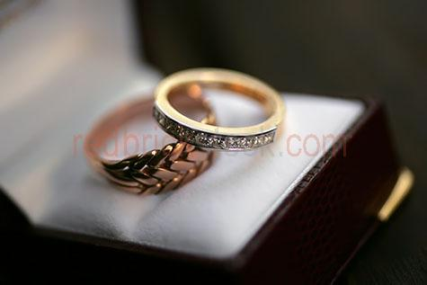 ring;rings;wedding ring;wedding rings;wedding band;wedding bands;band;bands;wedding;weddings;marriage;marriages;married;getting married;diamond;diamonds;diamond ring;diamond rings;box;boxes;ring box;ring boxes;jewellery box;jewellery boxes;jewelry box;jewelry boxes;jewellery;jewelry;rustic;rustic ring;rustic rings;rustic jewellery;rustic jewelry;antique;antiques;antique ring;antique rings;antique jewellery;antique jewelry;jewel;jewels;life ring;life rings;union;united;bride;brides;groom;grooms;bride and groom;bride & groom;close-up;close-ups;close up;close ups;closeup;closeups;close-up view;close-up views;closeup view;closeup views;close-up views;close-up view's;close up views;closeup views;selective focus;copyspace;copy space;textspace;text space;gold;golds;golden;gold ring;gold rings;brass;brass ring;brass rings;bronze;bronzes;bronze ring;bronze rings;page boy;page boys;ring boy;ring boys;promise;promises;love;devotion;devoted;forever;faithfulness;faithful