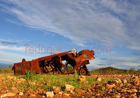 abandoned car;rusty car;rusted out car;car lft in outback;environment;rubbish;trash;litter;littering;dumped car;car dumped;car abandoned;outback;out back