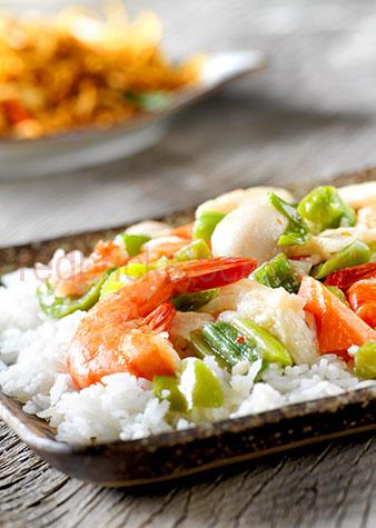 prawn;prawns;shrimp;shrimps;shellfish;shell fish;shellfishes;shell fishes;king prawn;king prawns;seafood;seafoods;cooked;cook;cooks;meal;meals;dish;dishes;restaurant;restaurants;dine;dining;dining out;cafe;cafes;lunch;lunches;dinner;dinners;plated food;plate;plates;prepared dish;prepared dishes;main course;main courses;asia;asian;japanese;rice;rices;bed of rice;china;chinese