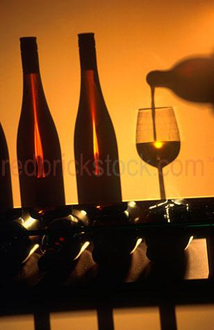 silhouette;silhouettes;silhouetted;bottle;bottles;wine;wines;winery;wineries;white wine;white wines;wine bottle;wine bottles;pour wine;pouring wine;pour wines;pouring wines;glass;glasses;glass of wine;glasses of wine;drink;drinks;alcohol;alcohols;alcoholic;beverage;beverages