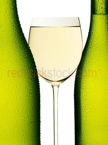 glass;glasses;glass of wine;glasses of wine;alcohols;alcoholic;alcohol;white wine;white wines;dining;restaurant;restaurants;beverage;beverages;grapes;winery;wines;celebrate;celebration;liquor;liquors;bottle;bottles;booze;liquid;liquids;chilled;chardonnay;sauvingnon blanc;chenin;blanc;chablis;pinot;blanc;pinot;grigio;vouvray;cold;condensation