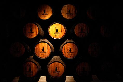 barrel;barrels;port barrel;port barrels;port;ports;drink;drinks;alcohol;alcoholic;store;stored;storage;brew;brews;brewery;brewing;distillery;distilling;cork;corks;corked;orange;colour orange;color orange;warm tone;warm tones;gold tone;gold tones;cellar;cellars;moody;logo;logos