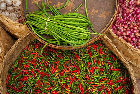 chilli;chillis;garlic;onion;onions;beans;spices;food;hot;market;markets;stall;vegetables;vegetable;herbs and spices;herb;spice;spices;asia;asian;food;food markets;market;markets;fruit and vegetable;market;fruit and vegetables;markets;asian;foods;spicy;spicey;pepper;peppers