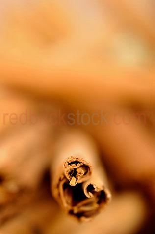 cinnamon;spice;spices;sticks;stick;brown;browns;colour brown;color brown;textured;dried;close up;close-up;flavour;flavours;flavouring;fragrant