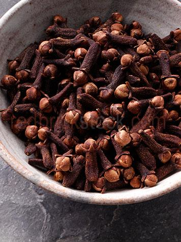 clove;cloves;flavour;flavor;flavours;flavors;flavoring;flavouring;whole cloves;whole clove;india;indian;asian;asia;ingredient;ingredients;oriental;seasoning;spice;spices;indonesia;pakistan;flower buds;flower bud
