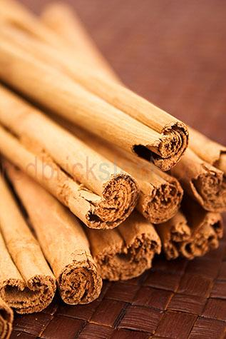 cinnamon;spice;spices;sticks;stick;brown;browns;colour brown;color brown;textured;dried;close up;close-up;dried;uncooked;bark;natural;unpropped;curled;flavour;flavours;flavor;flavors;flavouring;flavoring;flavourings;flavorings;flavoured;flavored