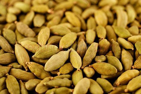 spice;spicy;spices;pods;pod;cardamon;seed;seeds;ginger;asian;exotic;oriental;selective focus;herb;herbs;