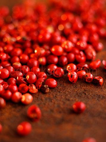 ingredients;ingredient;dried;raw;uncooked;close up;close ups;close-up;close-ups;red;reds;colour red;color red;peppercorns;peppercorn;peppers;pepper;spice;spices;whole;selective focus;seasoning;seasonings;flavour;flavor;flavours;flavors;flavouring;flavoring;flavourings;flavorings;ingredient;ingredients;schinus terebinthifoius;baies rose