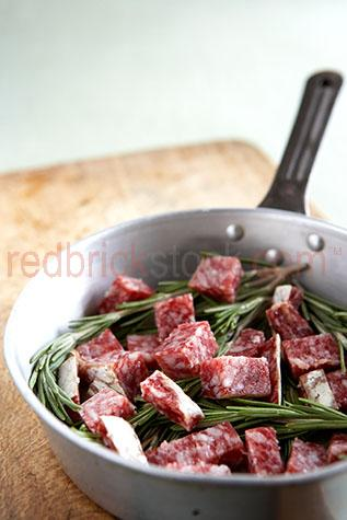 meat;meats;pork;pork sausage;pork sausages;cured pork sausage;cured pork sausages;sliced;herb;herbs;rosemary;chopping board;chopping boards;cured meat;cured meats;cured pork;salami;salamis;red meat;red meats;preserved meat;preserved meats;preserve;preserved;rosemary;herb;herbs;frying pan;frying pans;pan;pans;salami in pan;salami in frying pans;salami in frying pan