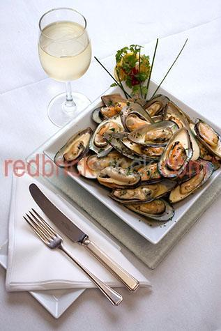 fresh;mussel;mussels;shellfish;shell fish;mollusk;mollusc;seafood;seafoods;cooked;meal;meals;dish;dishes;restaurant;restaurants;dine;dining;dining out;cafe;cafes;lunch;lunches;dinner;dinners;plated food;plate;plates;prepared dish;prepared dishes;portions;portion;prepared;serving;servings;main course;main courses;maincourse;dining setting;dining settings;table setting;table settings