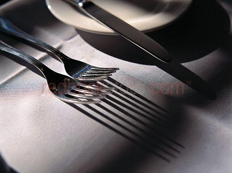 dining setting;cutlery;knives and forks;knives & forks;knife;fork;silverware;silver ware;plate;plates;knives;forks;table setting;kitchen ware;kitchenware;crockery;food;tablecloth;table cloth;linen table cloth;wedding reception;wedding receptions;restaurant table setting;restaurant setting