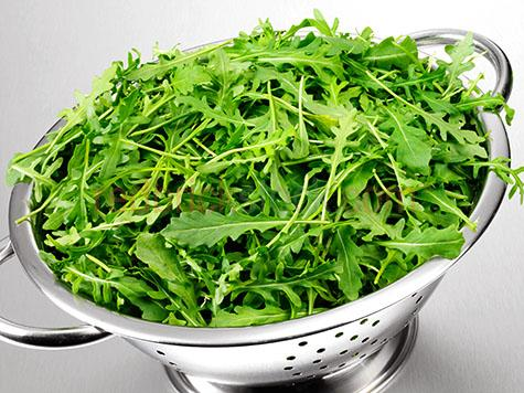 rocket;roquette;salad;leaf;leafy;leaves;green;greens;colour green;color green;colander;colanders;kitchenware;kitchen ware;strainer;strainers;drainer;drainers;metal;metals;tool;tools;equipment;aluminum;utensil;utensils;produce;fresh produce;rucola;cress;arugula;arrugula;tira;rugola;rugla;white background;white backgrounds;on white