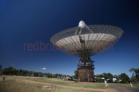 dish;the dish;dishes;observatory;observatories;parabolic;antenna;antennas;parkes;nsw;new south wales;australia;aus;oz;radiothermal telescope;radiothermal telescopes;radio thermal;radio;radio telescope;radio telescopes;telescope;astronomy;astronomer;movable dish;movable dishes;stars;star;moon;moons;moon landing;nasa;apollo 11;broadcast;broad cast;galaxy;galaxies;universe;blue sky;blue skies;clear sky;clear skies;sunny;sunshine;copy space;copy spaces;text space;text spaces;outback;out back;rural