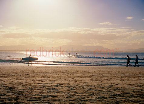 surf;surfer;surfers;surfboard;byron bay;beach;beaches;coast;coastal;silhouette;silhouetted;silhouettes;wave;waves;sand;walk;walking;clarks beach