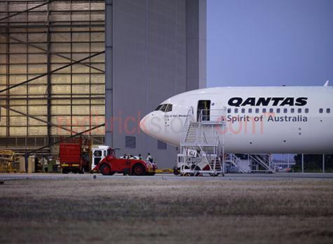 airport aircraft plane boeing 747 qantas flight maintenance main