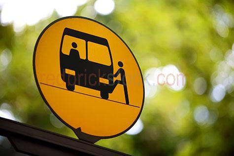 bus;buses;public;public transport;transportation;transporting;sign;signs;signage;bus stop;bus stops;green;greens;travel;travels;traveling;travelling;commute;commuting;commutes