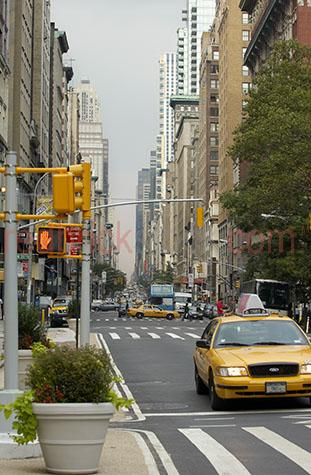 new york city;nyc;traffic;road;roads;taxi;taxis;cab;pedestrian crossing;america;american city;travel;travelling;transport;transportation