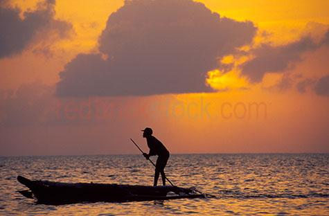 man canoe siloueete sunset sky zanzibar travel exotic location l