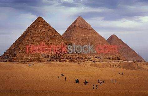 pyramid;pyramids;giza;egypt;egyptian;great pyramid;ancient;building;buildings;giza necropolis;giza plateau;cairo;desert;deserts;seven wonders of the ancient world;wonder;pyramid of cheops;pyramid of khafre;pyramid of chephren;travel;travels;traveling;travelling;tourist destination;tourist destinations;holiday destination;holiday destinations;vacation;vacations