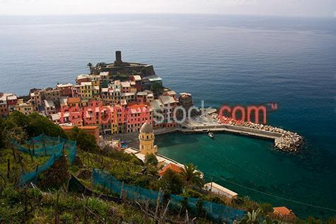 vernazza;cinque terre;italy;italian;villiage;villiages;tourist destination;tourist destinations;holiday;holidays;vacation;vacations;tourists;tourist;bay;bays;coast;coasts;coastal;coastline;coastlines;popular;mountainous;mountain;mountains;cliff;cliffs;cliff face;cliff faces;rocky;ocean;oceans;sea;seas;landscape;national park;national parks;riviera;rivieras
