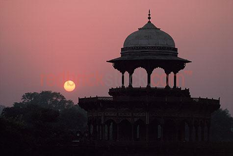 agra;india;indian;north;northern;sandstone;sunset;sun;set;architecture;uttar;pradesh;silhouette;silhouetted;silhouettes