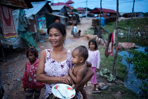 tonle sap;cambodia;asia;asian;south east asia;siem reap;siem reap province;woman;women;lady;ladies;female;females;mother;mothers;mum;mums;mom;moms;parent;parents;parenting;family;families;child;children;kid;kids;young child;young children;young kid;young kids;toddler;toddlers;asian woman;asian women;asian lady;asian ladies;asian female;asian females;asian child;asian children;asian kid;asian kids;young asian child;young asian children;young asian kid;young asian kids;asian family;asian families;mother and child;mother and children;smile;smiles;smiling;happy;happy person;happy people;house;houses;home;homes;housing;copyspace;copy space;textspace;text space;poverty;poor;poor country;poor countries;third world;third world country;third world countries;travel;travels;traveling;travelling;overseas travel;over seas travel;overseas;over seas;poor living condition;poor living conditions;food;foods;rice;rices;litter;litters;littering;dirty;night;night time;at night;evening;evening time