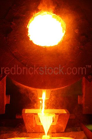 gold pouring mineral mine mining fire heat hot pour goldfields i