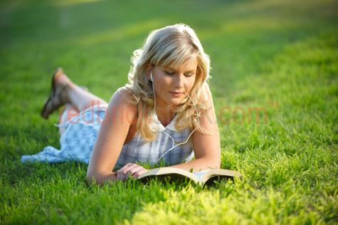 girl;park;young;woman;teen;teenage;age;reading;relaxing;listening to music;ipod;green grass;west end;orleigh park;hill end;highgate hill;lying;lying on;grass;student;university;study;studying