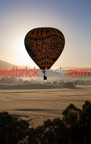 yarra valley;field;fields;rural;valley;vallies;fog;fogs;foggy;mist;mists;misty;countryside;countrysides;country sides;country side;farmland;farmlands;vic;victoria;australia;australian;silhouette;silhouettes;silhouetted;hot air balloon;hot air balloons;recreation;recreations;recreational;leisure;tourism;tourist destination;tourist destinations;holiday destination;holiday destinations;vacation;vacations;fly;flies;flying;flight;float;floating;floats;mountain;mountains;mountainous