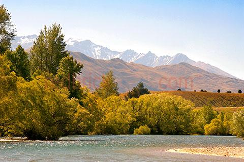 new zealand;nz;new zealand landscape;nz landscape;river;creek;mountain;mountains;creeks;rivers;landscapes;travel;travelling overseas;travel overseas;tree;trees;trees around river;trees around creek;outdoors;nature;lake;lakes;trees around lake
