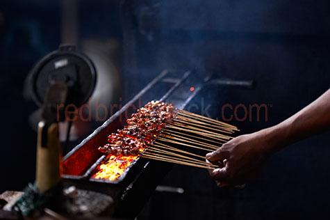 bali;balinese;indonesia;indonesian;asia;asian;ubud;ubud market;ubud markets;market;markets;market stall;market stalls;food stall;food stalls;food market stall;food market stalls;warung;cook;cooks;cooking;cooking chicken;cooking chicken satay;cooking chicken satays;cooking satay chicken;satay chicken;chicken satay;chicken satays;skewer;skewers;chicken skewer;chicken skewers;chicken satay skewer;chicken satay skewers;satay chicken skewer;satay chicken skewers;street;streets;street scene;street scenes;streetscape;streetscapes;local;locals;native;natives;moody;dark;35-40 years;35 to 40 years;35-40 yrs;35 to 40 yrs;mature adult;mid 30s;mid 30Õs;mid thirties;hot coal;hot coals;coal;coals